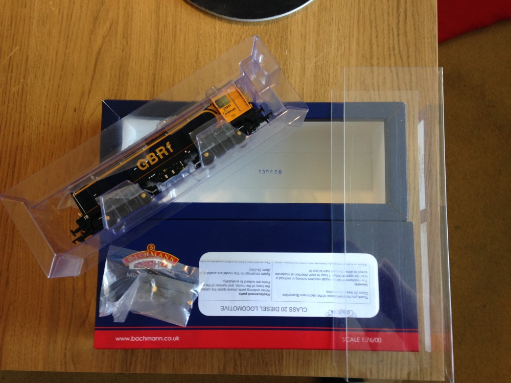Review: Bachmann Class 20 - GBRf and London Transport (5/6)