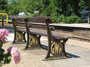 2012_at_Bradford-on-Avon_station_-_GWR_bench